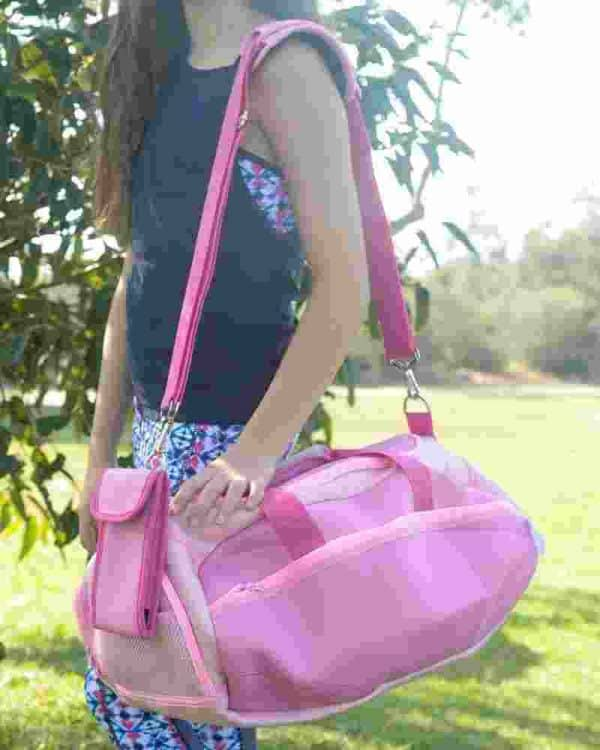 Young athlete using the Groovy Dance Bag in pink